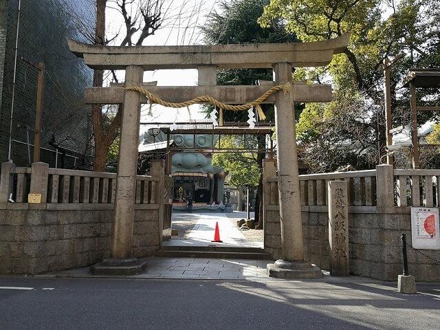 難波八阪神社 鳥居