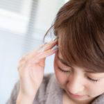 頭痛に効くツボを押して後頭部や目の奥で脈打つ急な痛みを緩和する方法