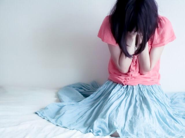 卯野たまご先生 泣く女性