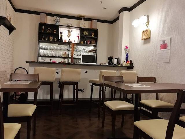 神戸中華街 占いカフェ 黒ねこさん 店内